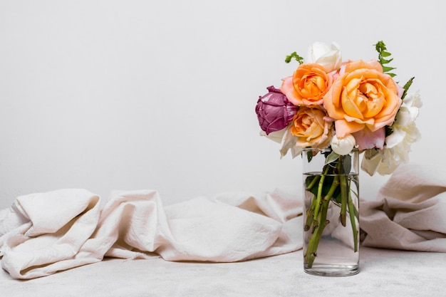 Вид спереди красивое расположение роз Бесплатные Фотографии