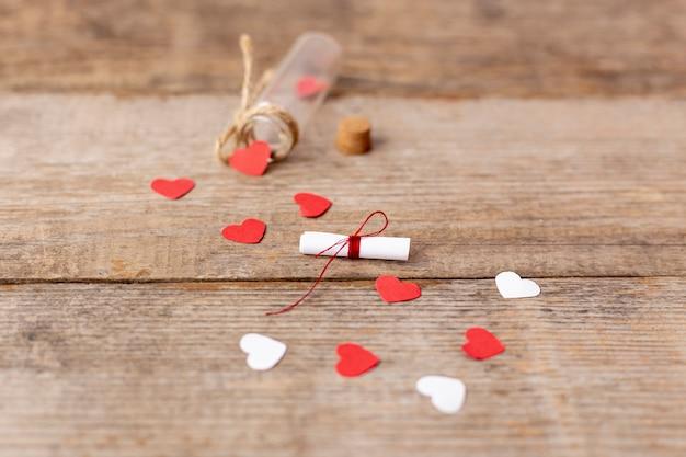 Высокий угол сердца и трубки на день святого валентина Бесплатные Фотографии