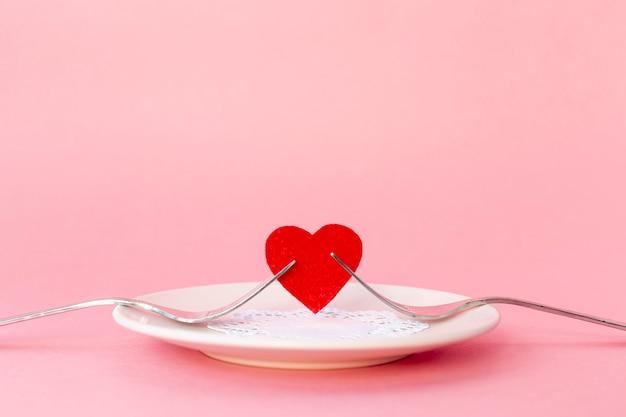Вид спереди сердца с вилками на день святого валентина Бесплатные Фотографии