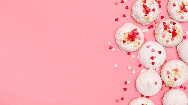 コピースペースでバレンタインの日クッキーのトップビュー 無料写真