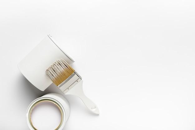 白いペンキ容器とトップビューフレーム 無料写真
