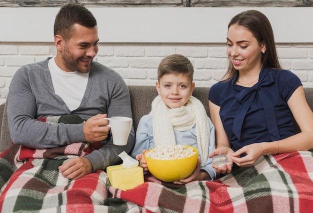 Очаровательная семья с сыном Бесплатные Фотографии