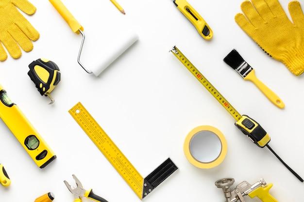 Расположение желтых инструментов ремонта плоской планировки Бесплатные Фотографии