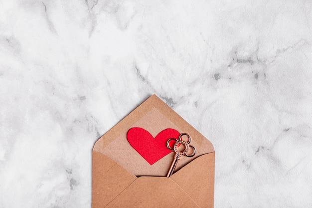 Ключ в сердце конверт вид сверху Бесплатные Фотографии