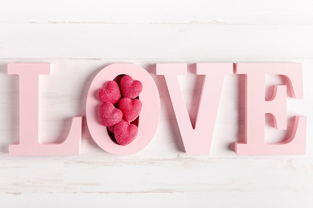 Деревянное любовное украшение с сердечками Бесплатные Фотографии