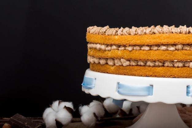 青いリボンでおいしいケーキ 無料写真