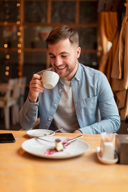 Смайлик пьет кофе Бесплатные Фотографии