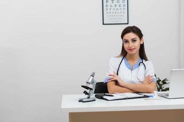 Портрет молодой женщины-врача Бесплатные Фотографии