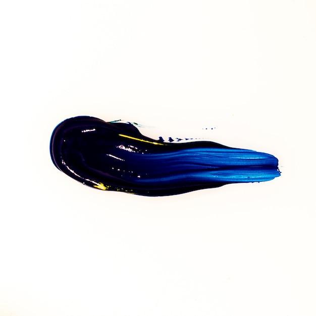 白い背景の青いブラシストロークのモデル 無料写真
