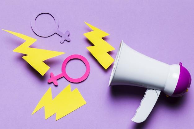 Громкий мегафон с женскими и мужскими признаками пола Бесплатные Фотографии