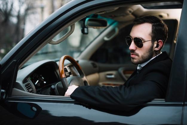車のサイドビューセキュリティ男 無料写真