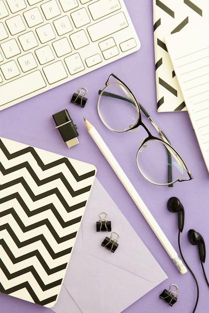 紫色の背景に平面図職場配置 無料写真