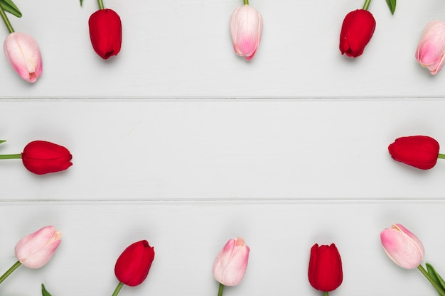 Розовый и красный тюльпан рамка с копией пространства Бесплатные Фотографии