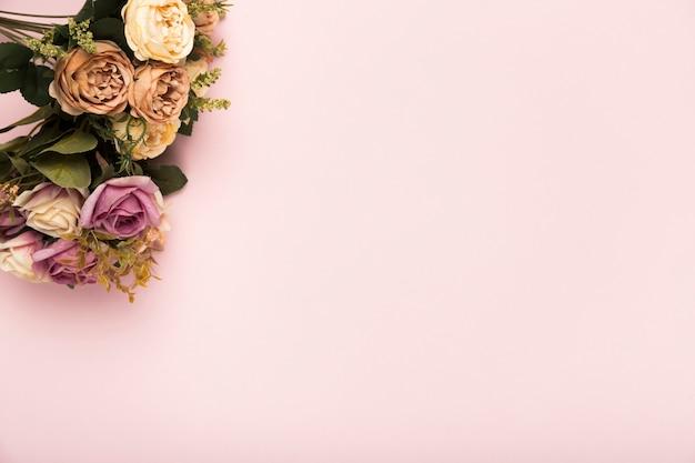 コピースペースとバラの花束 無料写真