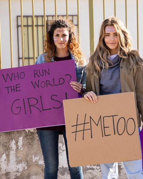 平等な権利のために闘う女性のグループ 無料写真