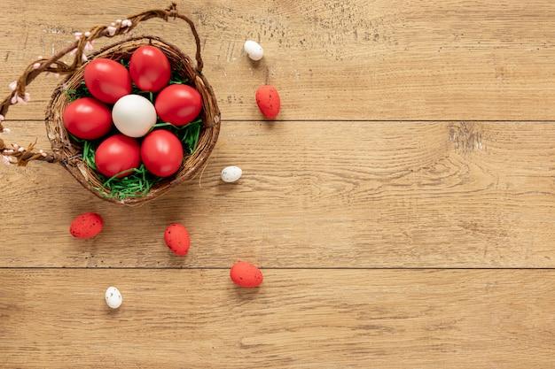 Копия пространство с корзиной с яйцами Бесплатные Фотографии