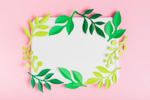 Рама из натуральных весенних листьев Бесплатные Фотографии
