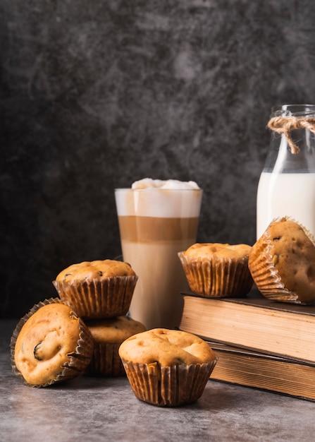 クローズアップおいしいマフィンとコーヒー 無料写真