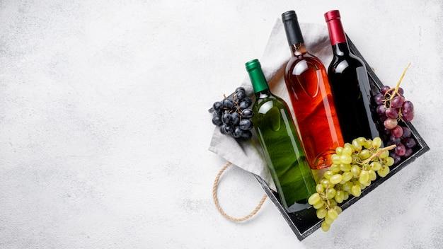 ワインボトル付きコピースペーストレイ 無料写真