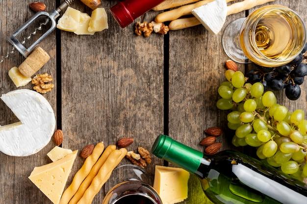 ワインのボトル、グラス、ワインスナックのフレーム 無料写真