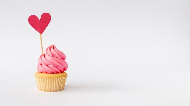 かわいい小さな赤ちゃん女の子カップケーキコピースペースの正面図 無料写真