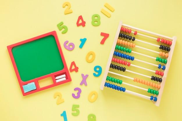 数字とそろばんを使った数学 無料写真