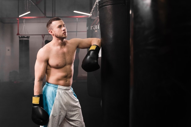 強力な男性ボクサートレーニング 無料写真