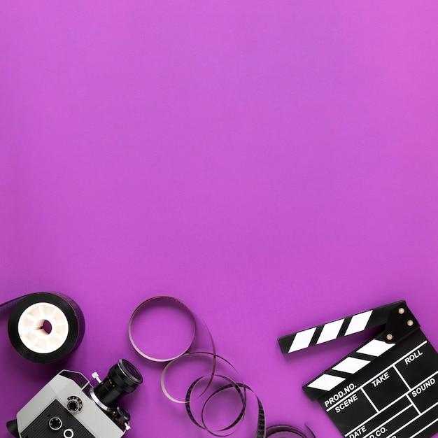 紫色の背景にコピースペースで映画の要素 無料写真