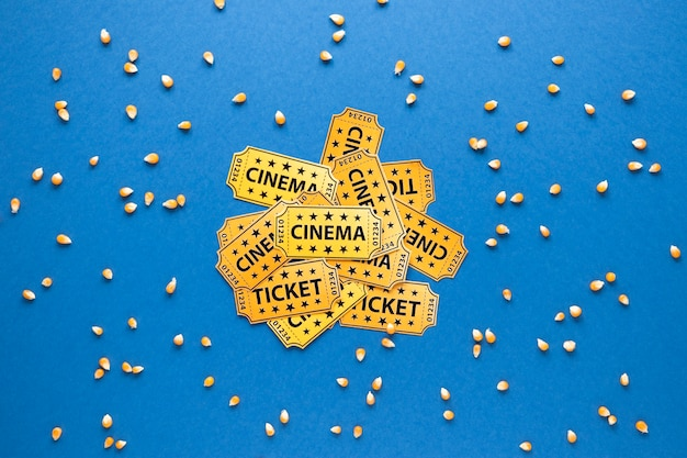 Билеты в кино и зерна кукурузы Бесплатные Фотографии