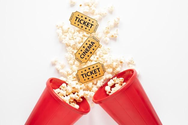 映画のチケット付きポップコーンバケツ 無料写真