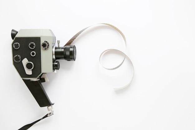 白い背景の上のフラットレイアウトフィルムカメラ 無料写真