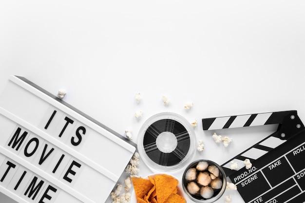 レタリングと白い背景の上のフィルム要素構成 無料写真