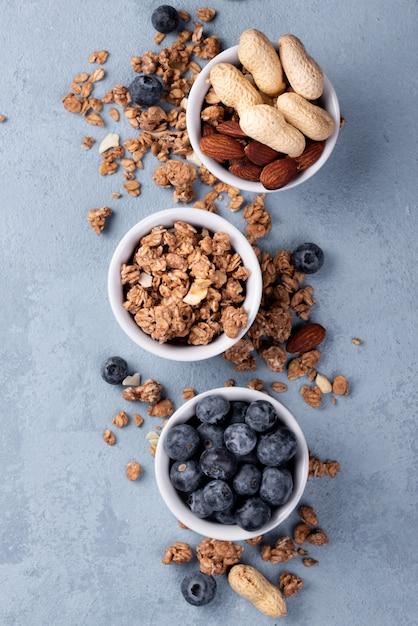 朝食用シリアルとブルーベリーのボウルのトップビュー 無料写真