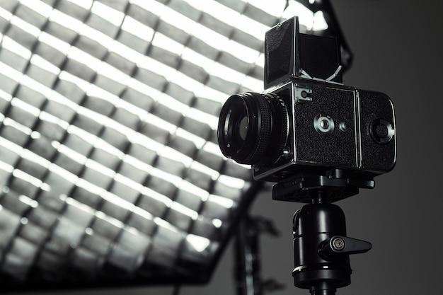 Крупный план профессиональной камеры и фотографии зонтик Бесплатные Фотографии