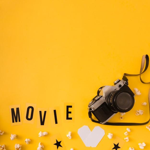 Фильм надписи на желтом фоне с копией пространства Бесплатные Фотографии