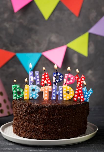 Композиция с днем рождения свечи и торт Бесплатные Фотографии