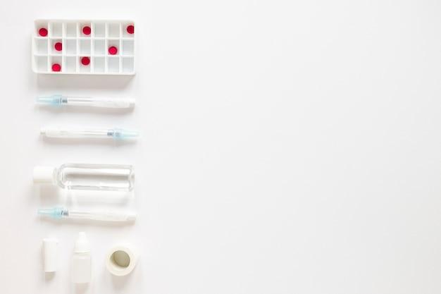 テーブルの上の抗生物質とトップビュー鎮痛剤 無料写真