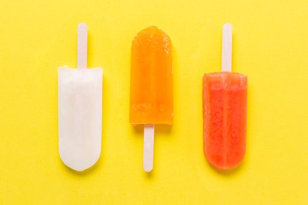 Различные виды мороженого сверху Бесплатные Фотографии