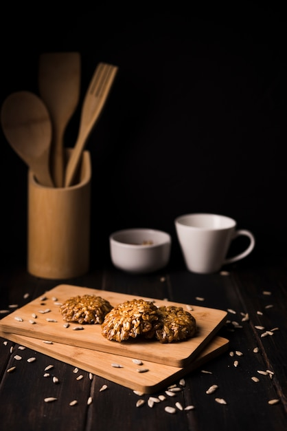 木の板にクローズアップミューズリークッキー 無料写真