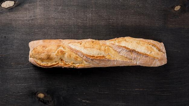 Вид сверху весь багет французский хлеб Бесплатные Фотографии