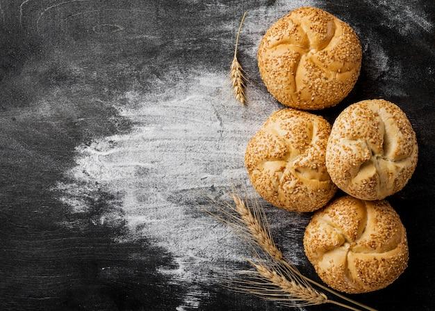 ゴマと小麦粉のおいしいパン 無料写真