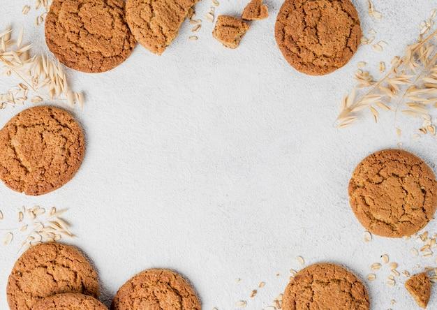 ビスケットとパン粉のフレームフラットコピースペースを置く 無料写真