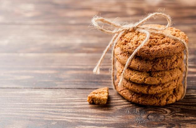 Высокий вид куча печенья с веревкой Бесплатные Фотографии