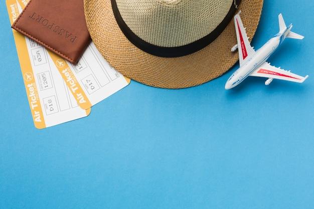 Плоский набор предметов первой необходимости и шляпы Бесплатные Фотографии