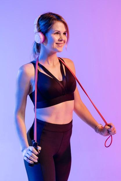 Женщина взгляда со стороны тренировки наушников Бесплатные Фотографии