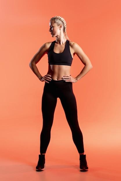 Вид спереди молодая женщина в спортивной одежде Бесплатные Фотографии
