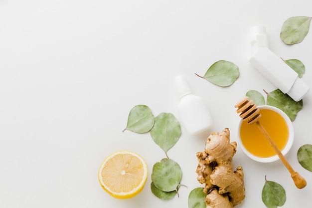 喘息に対するレモンと蜂蜜の自然な治療 無料写真
