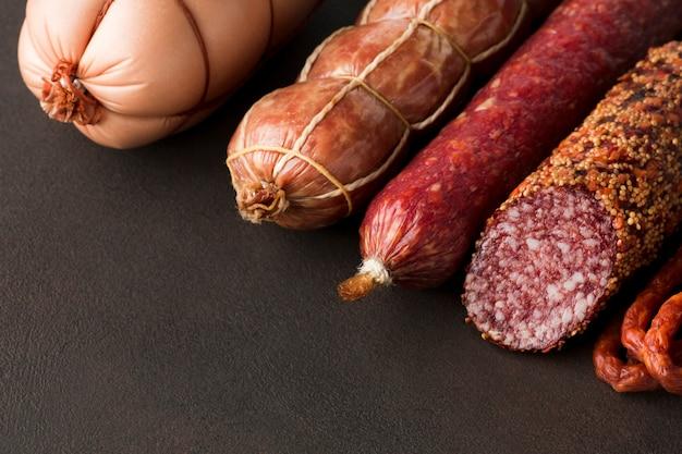 テーブルの上のクローズアップのおいしい豚肉 無料写真