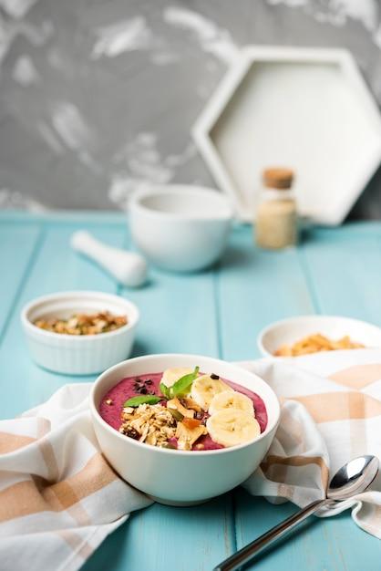 Расположение здоровой миски с едой Бесплатные Фотографии