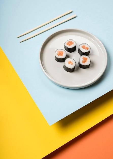 Японское суши блюдо высокого вида Бесплатные Фотографии